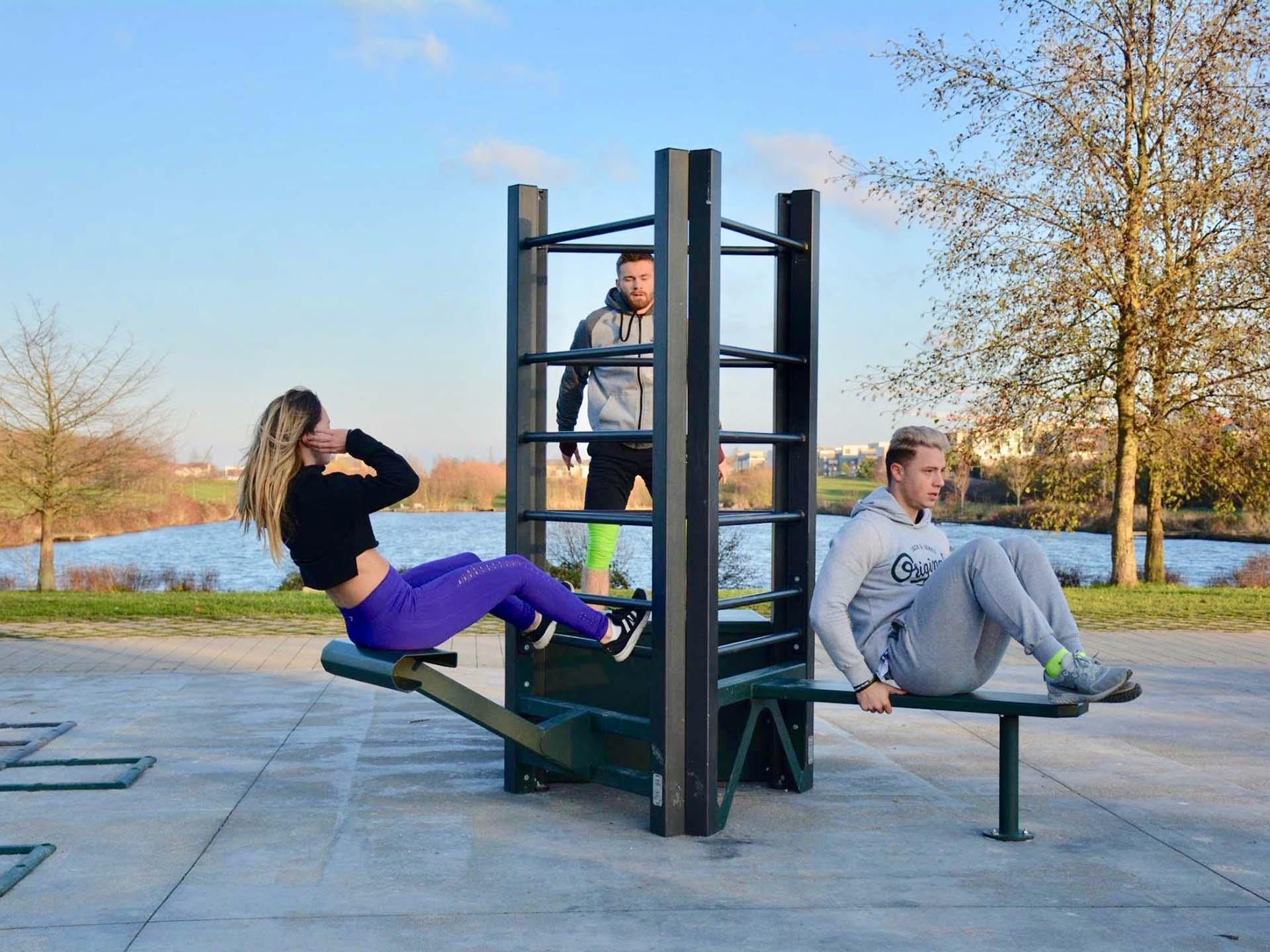 Photo de 3 sportifs sur la Station de Cross-Training de Bussy-Saint-Georges