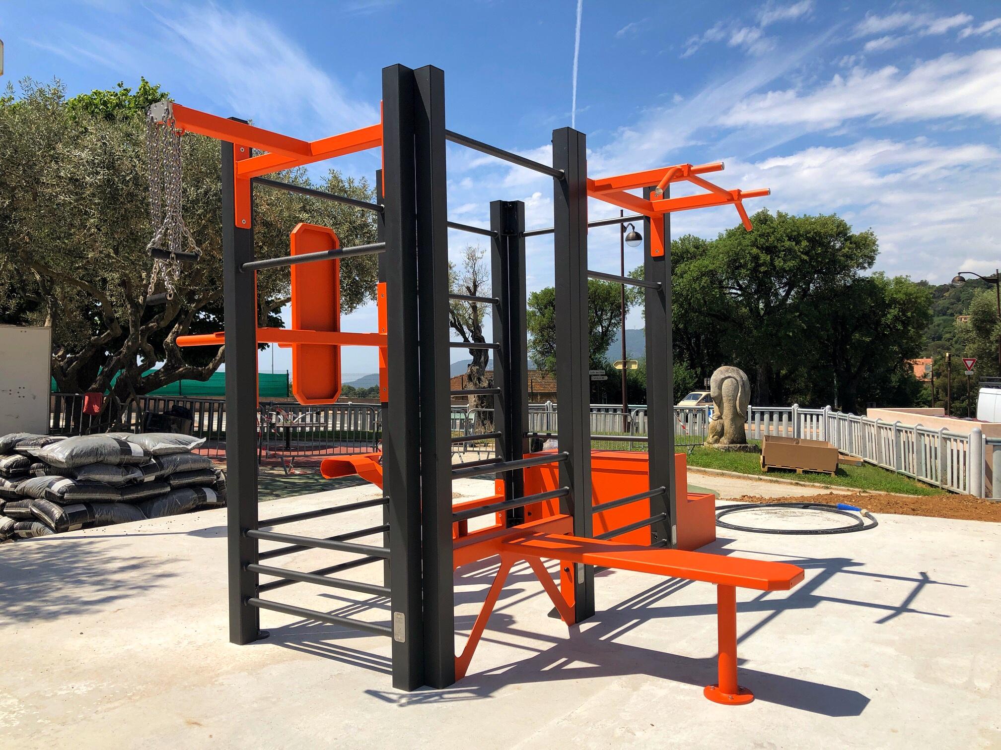 Photo de l'aire de fitness extérieur AirFit orange de La Croix Valmer