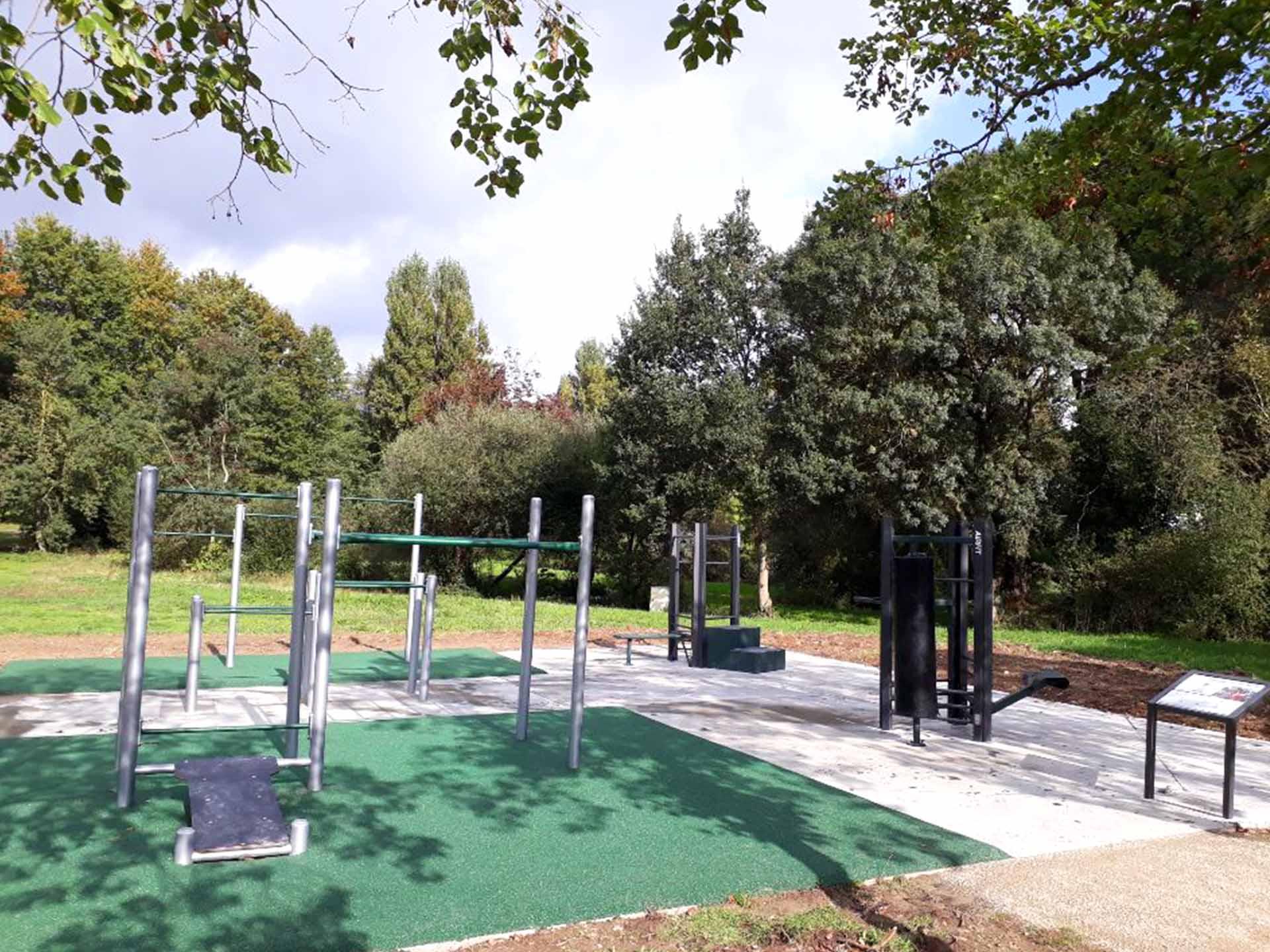 Photo des équipements sportifs extérieurs du Parc le Charbonneau à Carquefou