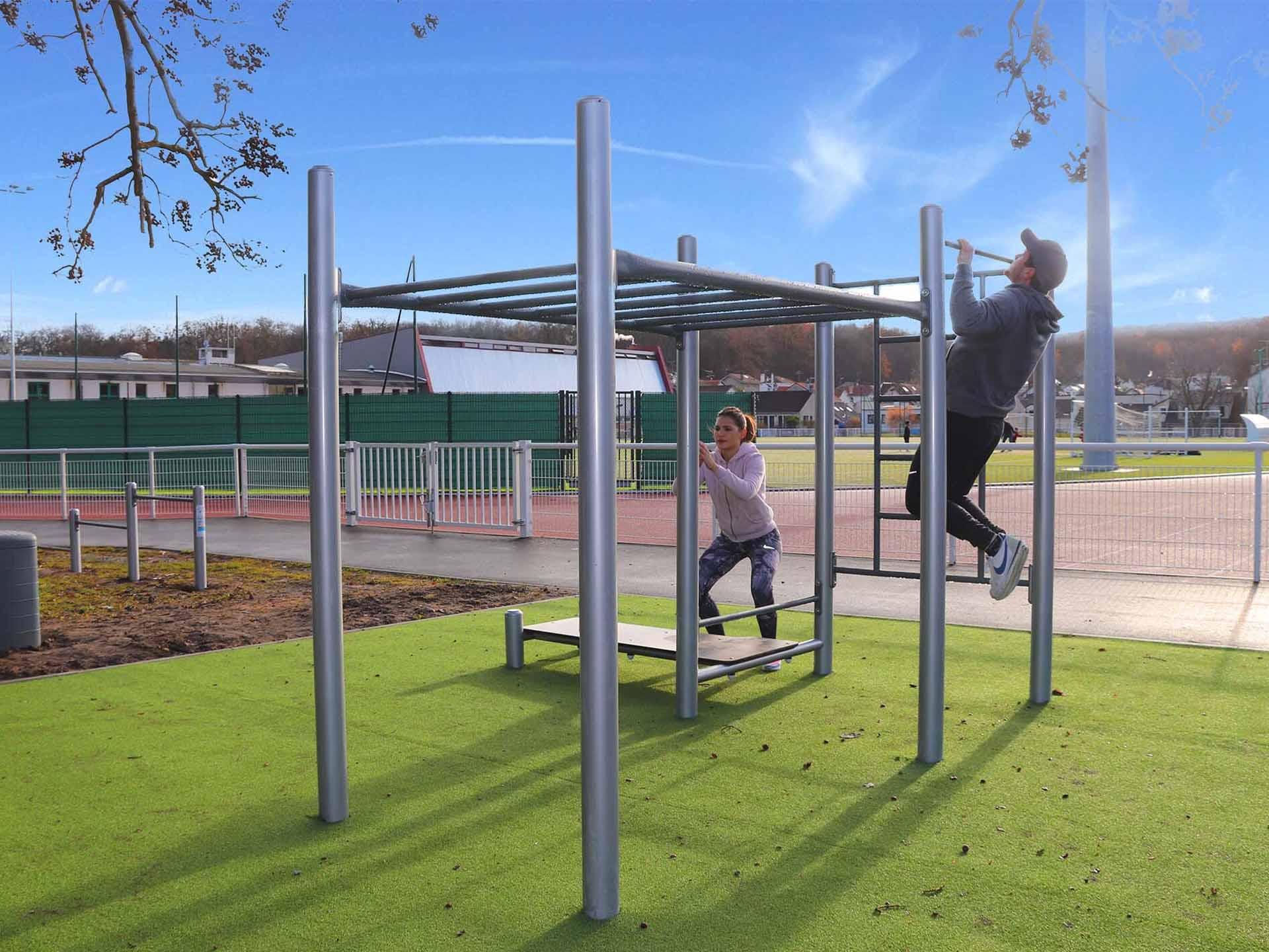 Photo de l'aire de fitness à l'entrée du Stade Jean Jaurès de Chaville