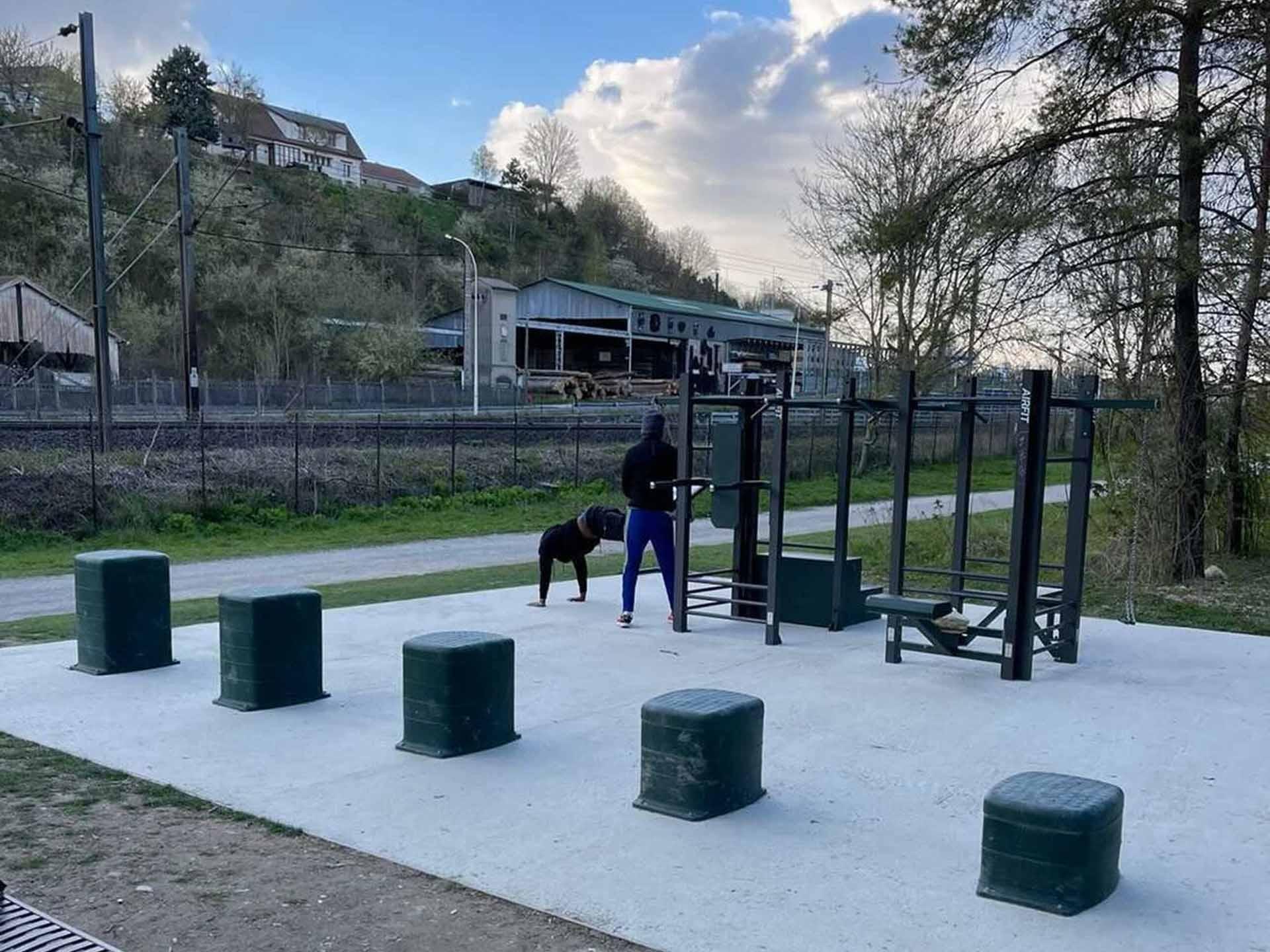 Photo de l'aire de fitness en extérieur du Parc du Perthuis Chalons en Champagne