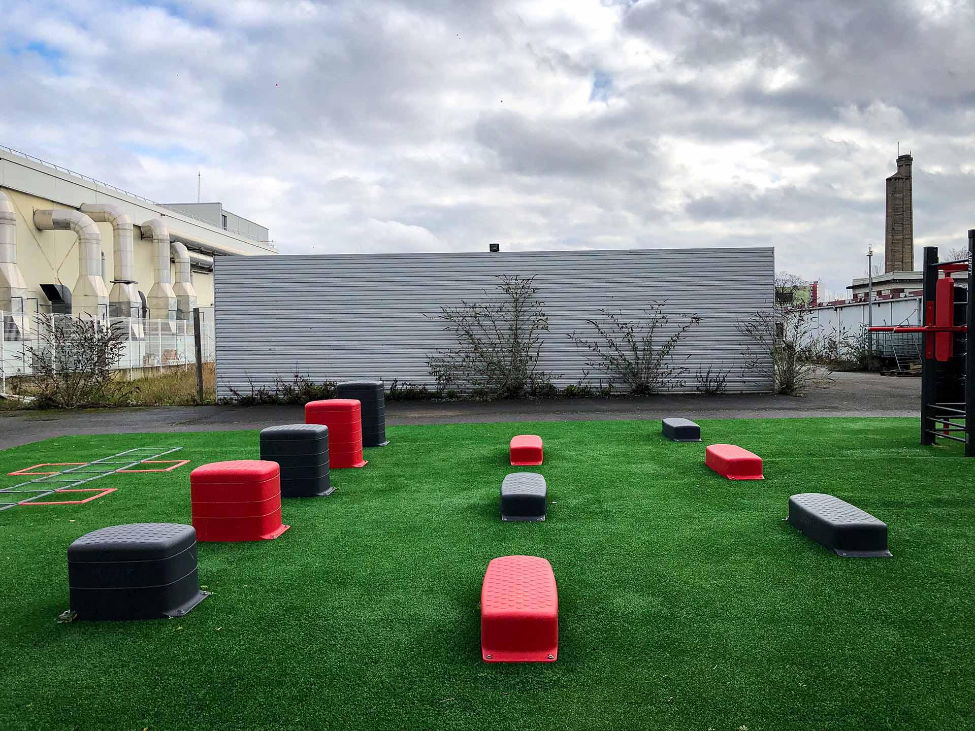 Photo des ateliers de motricités steps AirFit du Campus de Bobigny