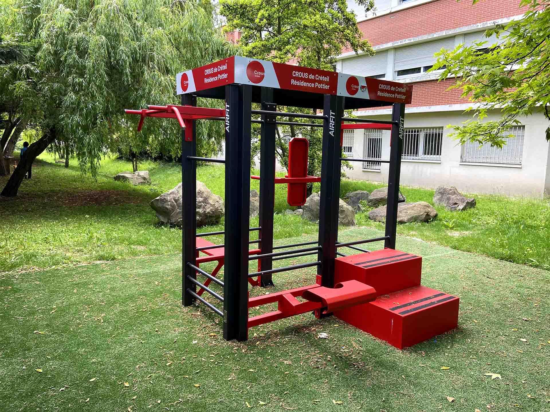 Photo de l'aire de fitness en extérieur de la résidence Pottier du CROUS Créteil