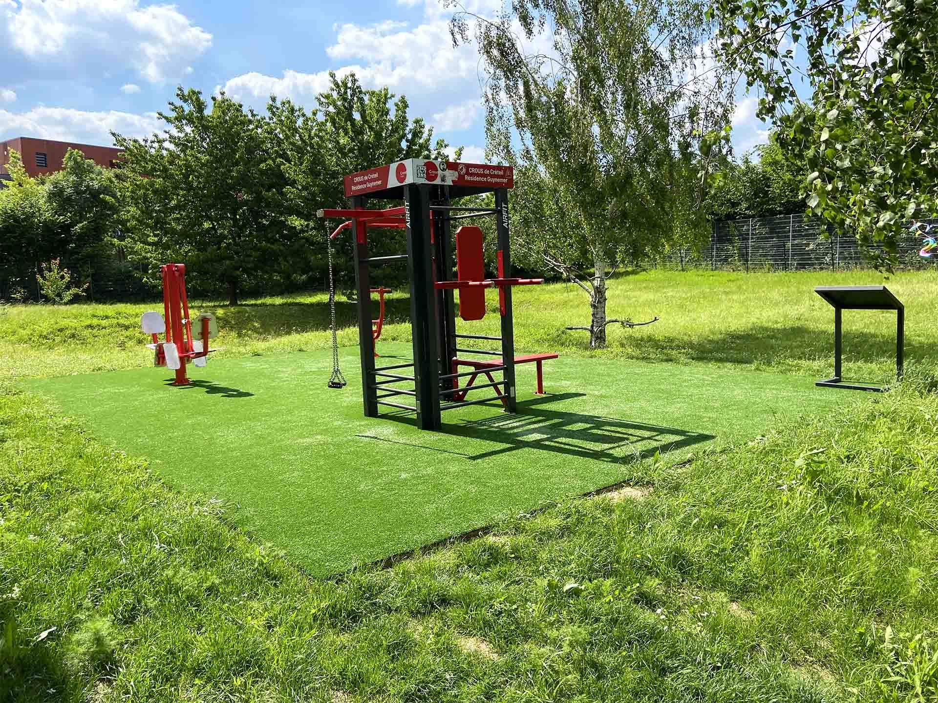 Photo de l'aire de fitness en extérieur de la Résidence Guynemer - CROUS Créteil
