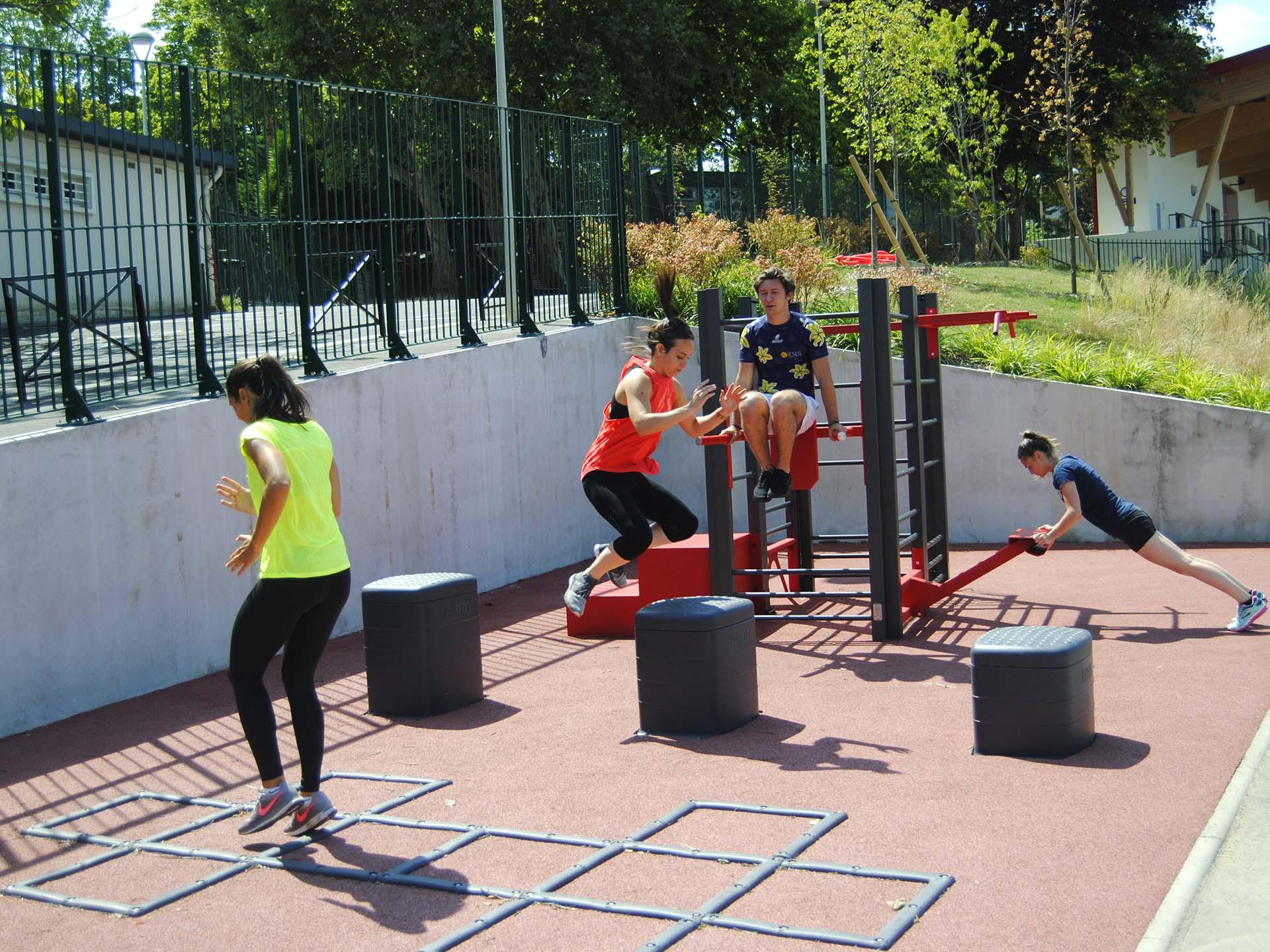 Photo du plateau sport de René le Duc avec la Piste d'athlétisme à côté à Meudon