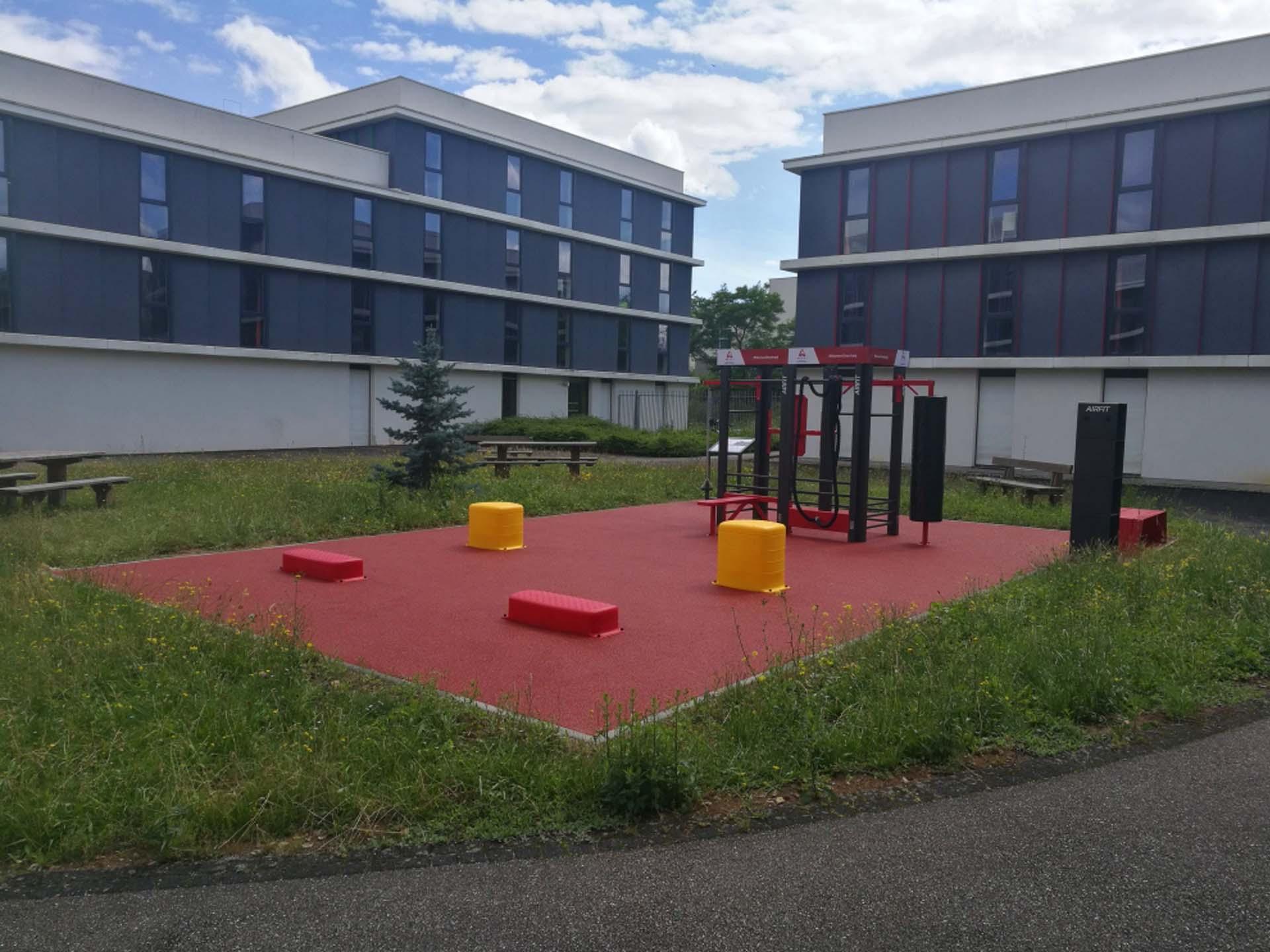 Photo de l'aire de fitness en extérieur de la résidence La Fayette ARPEJ de Metz