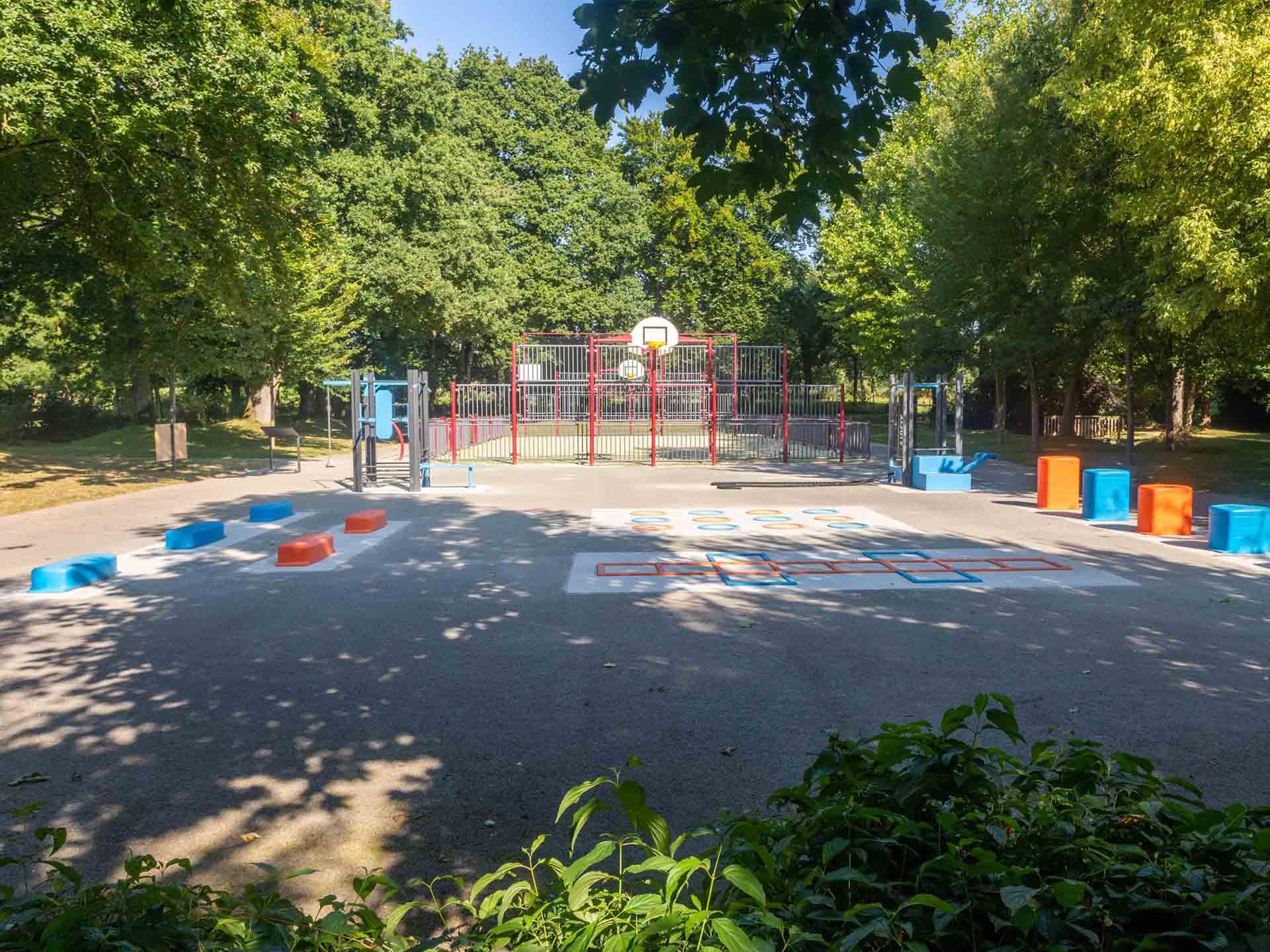 Photo de l'aire de fitness plein air du Parc Aquarev de Loudéac