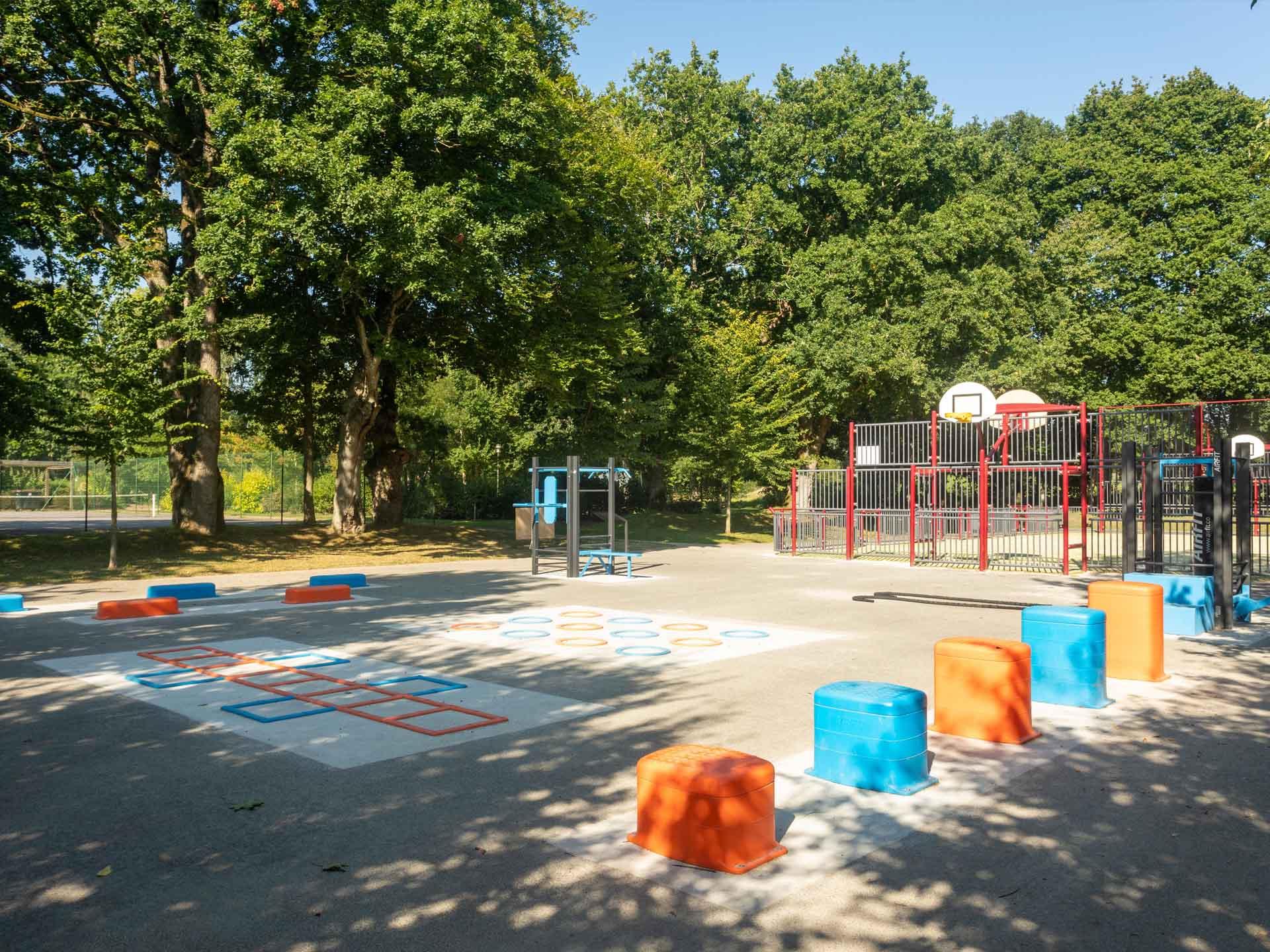 Photo de l'aire de fitness en extérieur AirFit du Parc Aquarev de Loudéac