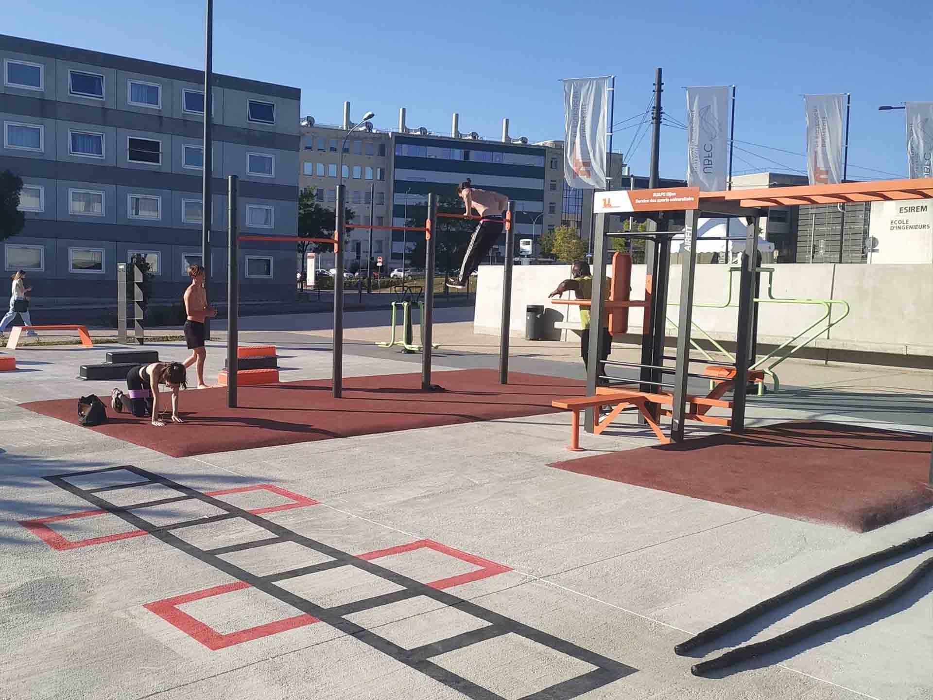 Photo de l'aire de fitness connectée de l'Université de Bourgogne - Campus Dijon
