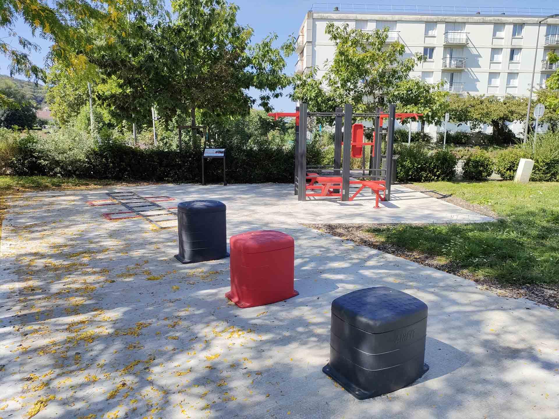 Photo de l'aire de fitness connectée en extérieur AirFit de Pont-Audemer