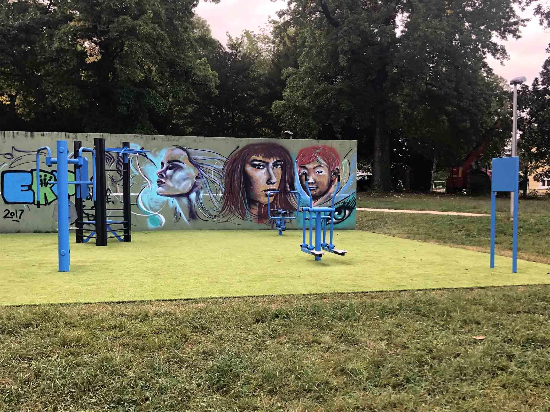 Photo de la nouvelle aire de fitness en extérieur dans la ville de Moirans