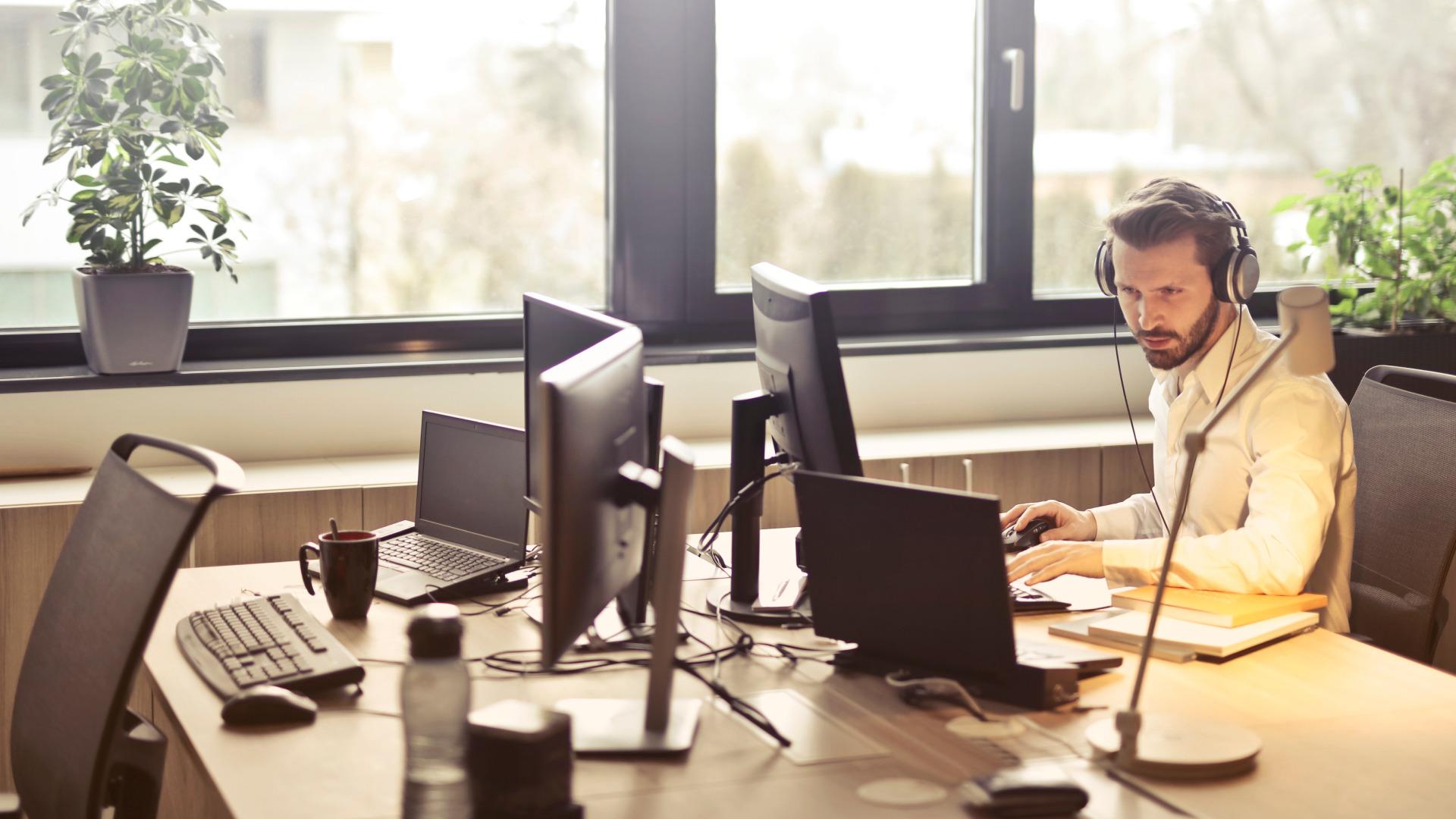 Treinamento corporativo online: Como treinar, quais as vantagens e por onde começar?