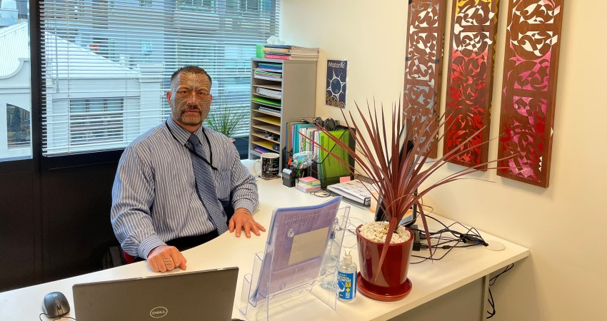 Les Hoerara at TDA office