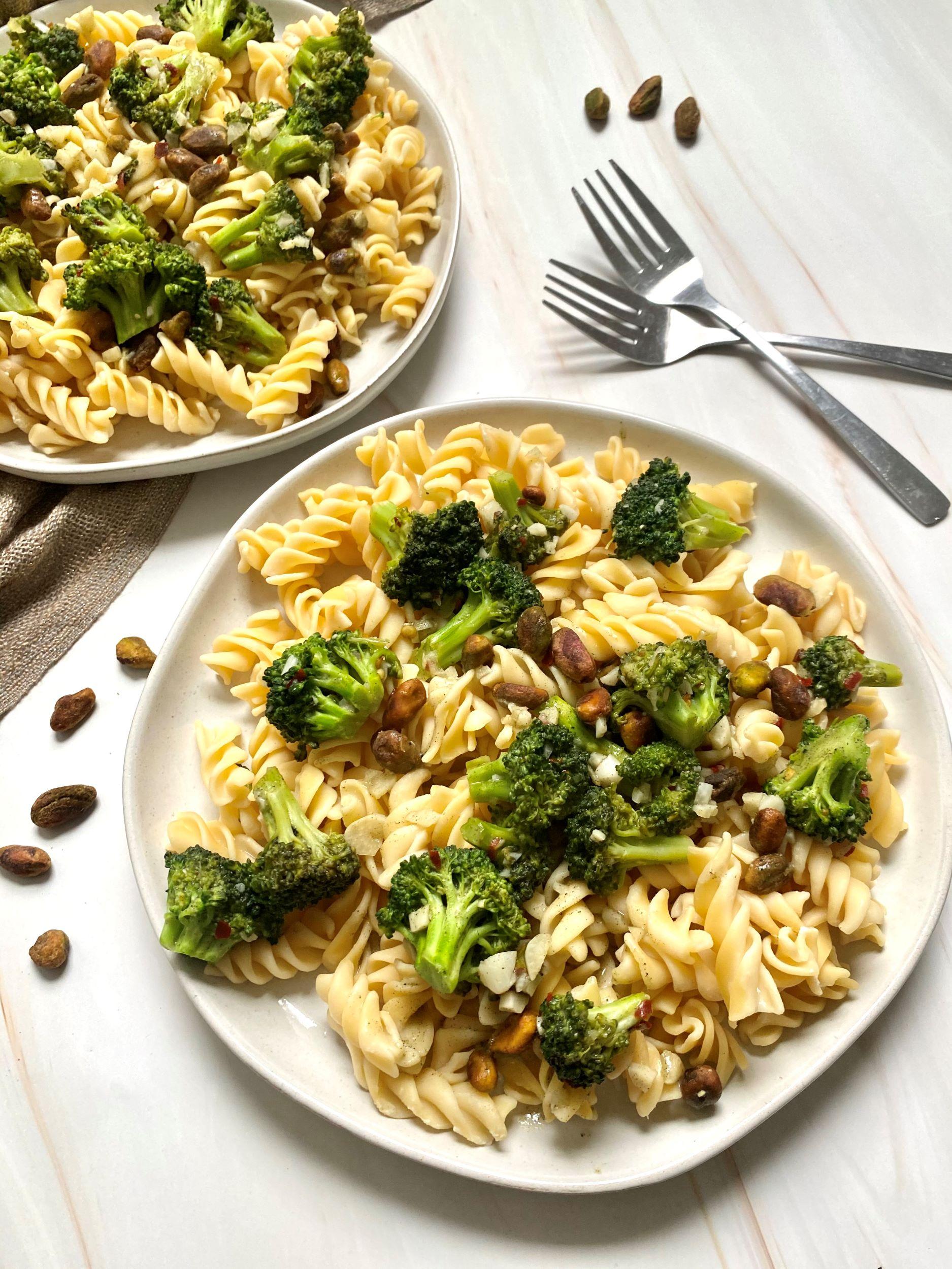 Vegan Pistachio Broccoli Pasta