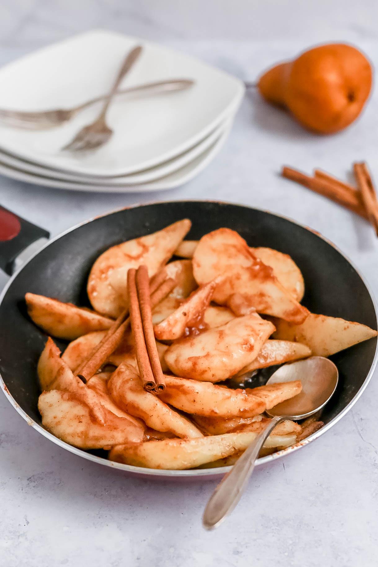 Dessert Pears in pan