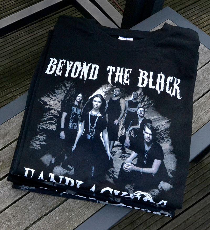 Schwarzes Heavy-Metal-T-Shirt mit Band-Druckmotiv