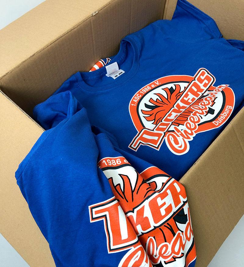 Blaue T-Shirts mit Cheerleader-Druckmotiv