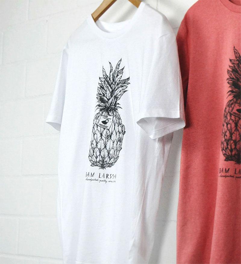Weißes und rotes T-Shirt mit Ananas-Druckmotiv
