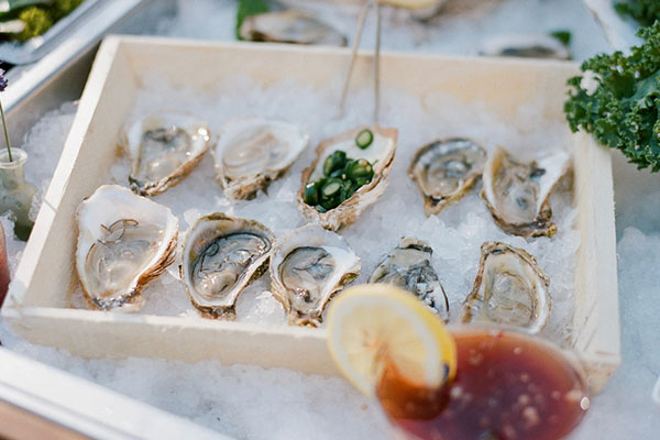to-go oysters on ice
