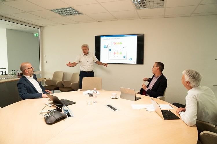 Forum Beteiligungs Geschäftsführer bei einer Beratung im Review Meeting