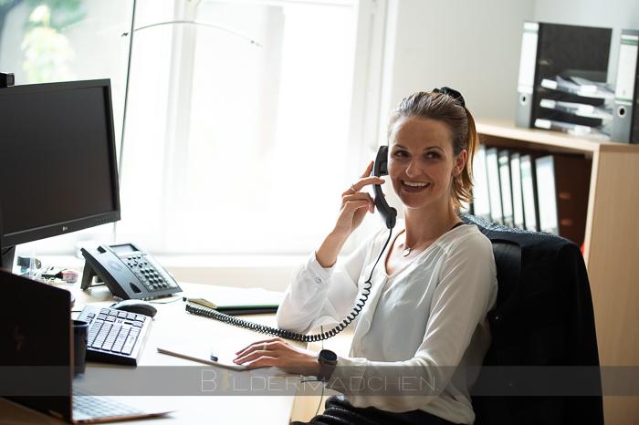 FORUM Kontaktperson beim Telefonat eines Unternehmers und Verkäufers