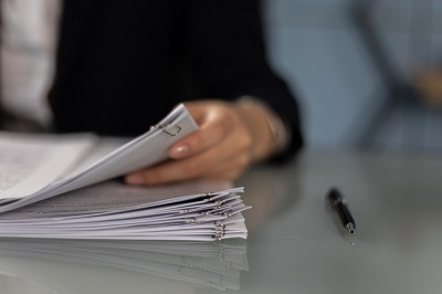 Bewerbungsunterlagen und Lebenslauf auswertungen von Bewerbern