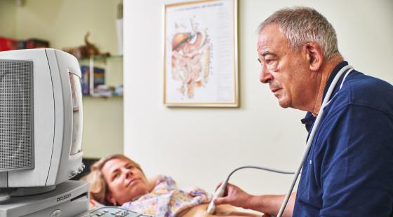 hasi ultrahang, hasi ultrahangos vizsgálat, orvos hasi ultrahangos vizsgálatot végez