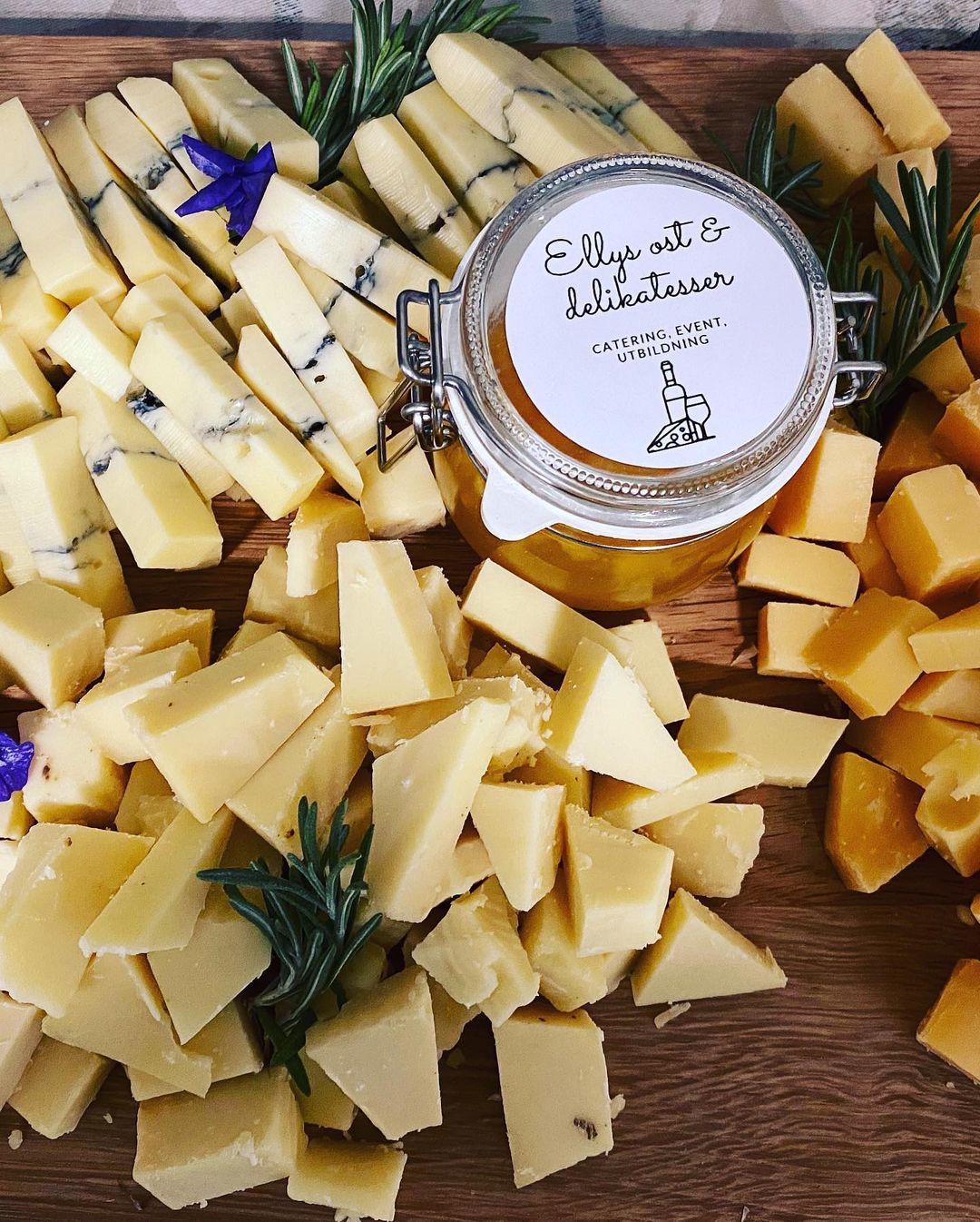 Olika sorters ost och marmelad vid ostprovningar hos Ellys.