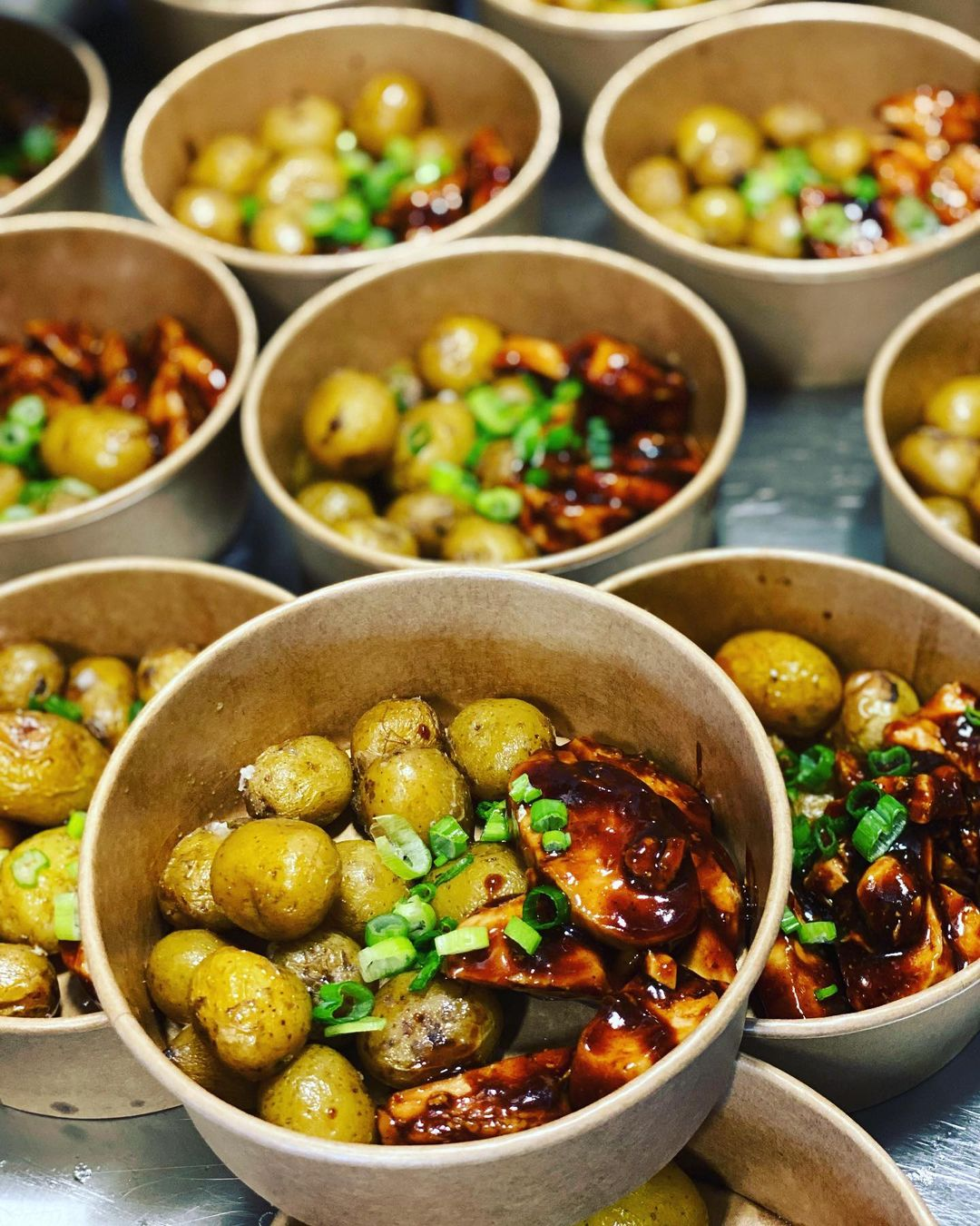 Veckans lunch på Ellys – lasagne, vegetarisk paj, fyllda baguetter, räkmacka, smörrebröd och sallad