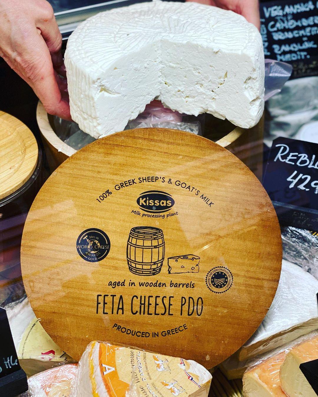 Krämig ost i träask