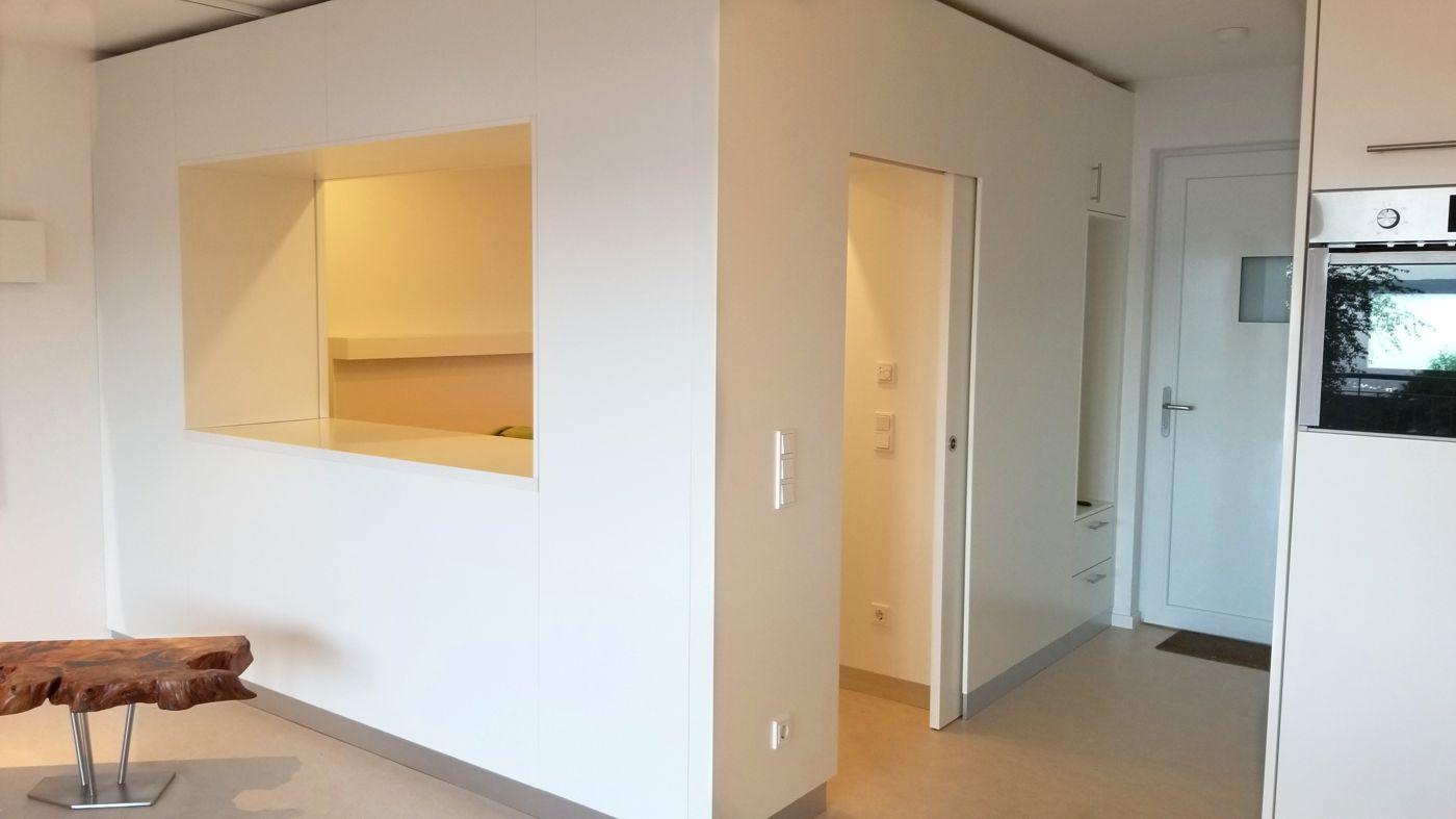 Individueller Einbauschrank und Wandschrank als Wohnkonzept und Kauri Holztische nach Maß angefertigt vom Schreinermeister Michael Beaupoil Nähe Luxemburg in Ausstellung