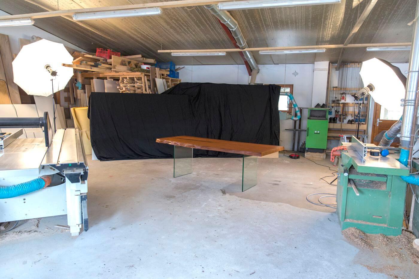 Werkstatt von Schreinermeister Michael Beaupoil in Goch zur Anfertigung von Designertischen und Holztisch Unikaten aus dem tausendjährigen Kauri Sumpfholz