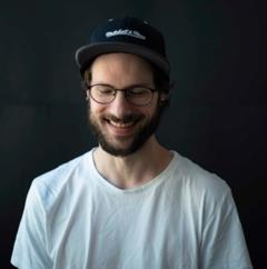 Auto-didacte et développeur avec plus de 20 ans d'expérience, Alex apprécie simplifier les problèmes complexes grâce au code.