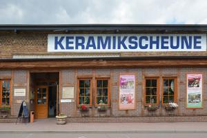 Keramikscheune Spickendorf mit Marktfrau Regine