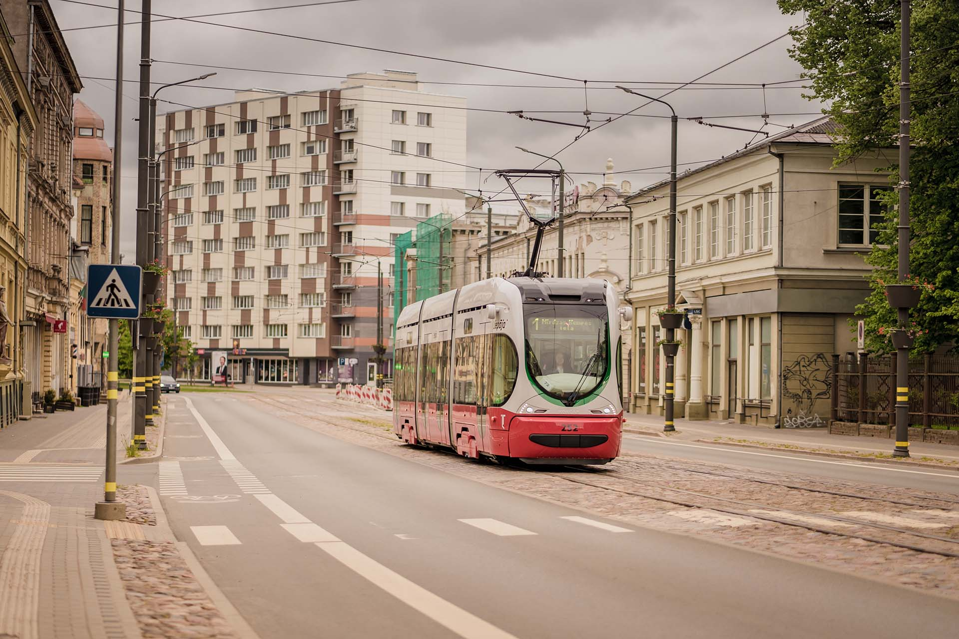 Jaunais tramvajs Lielajā ielā