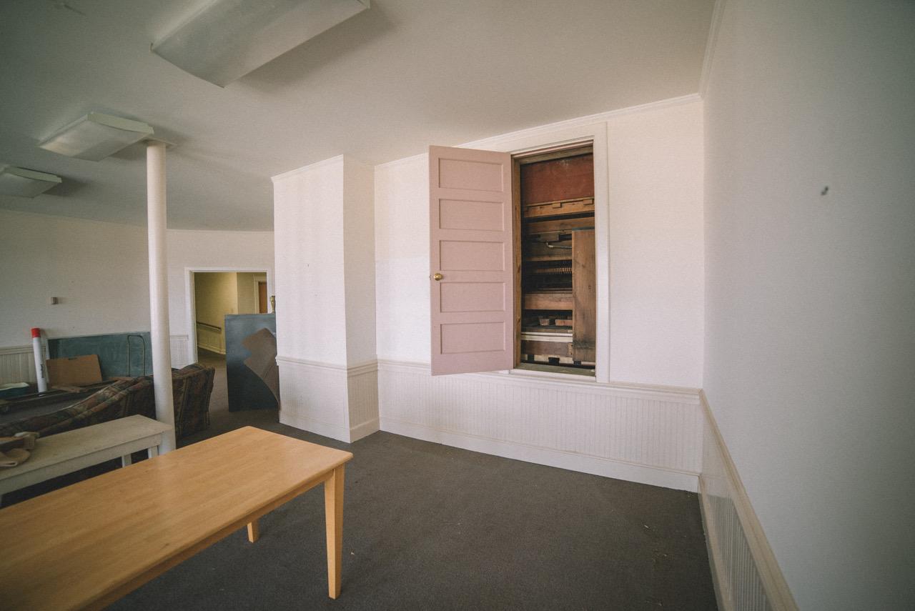 Meeting room and service door to organ