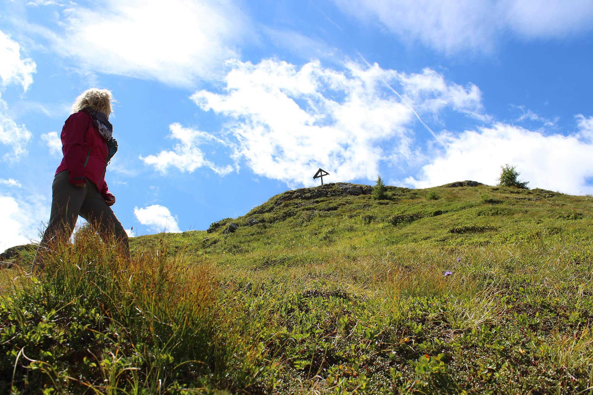 Kurz vor dem Gipfel mit Ausblick aufs Kreuz.