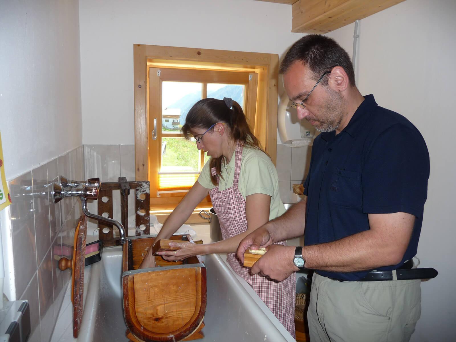 Grabners beim Butterrühren