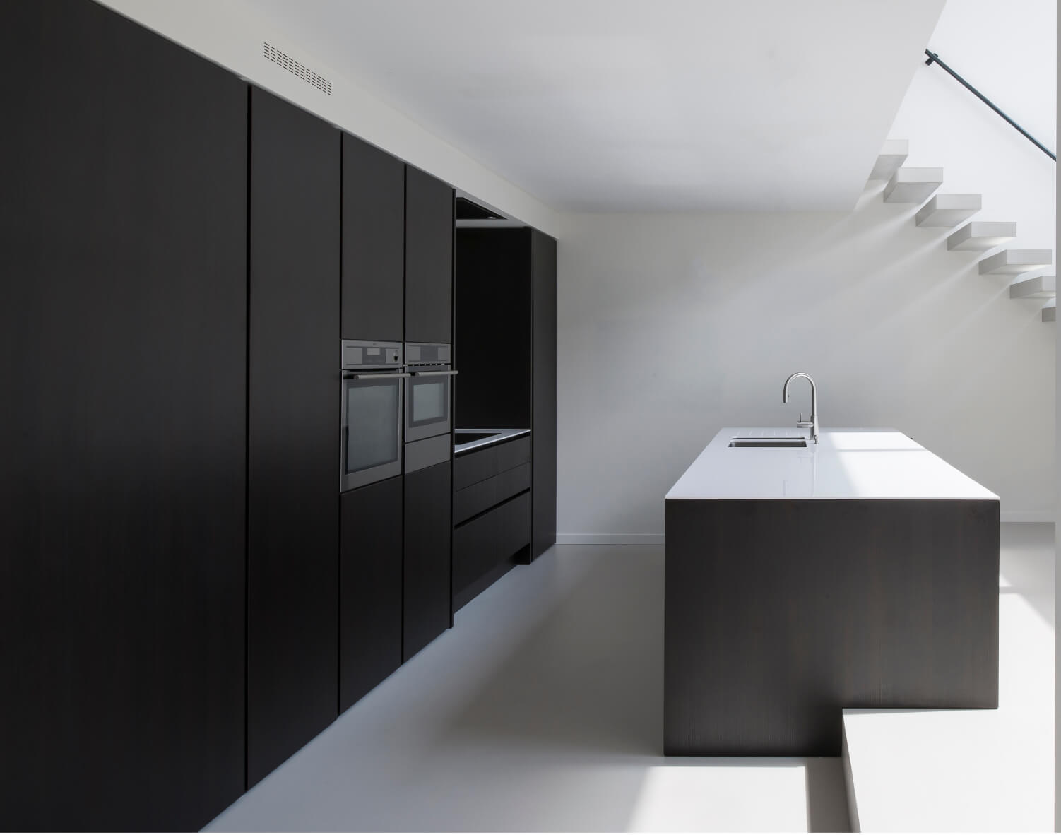 A picture of a minimal kitchen