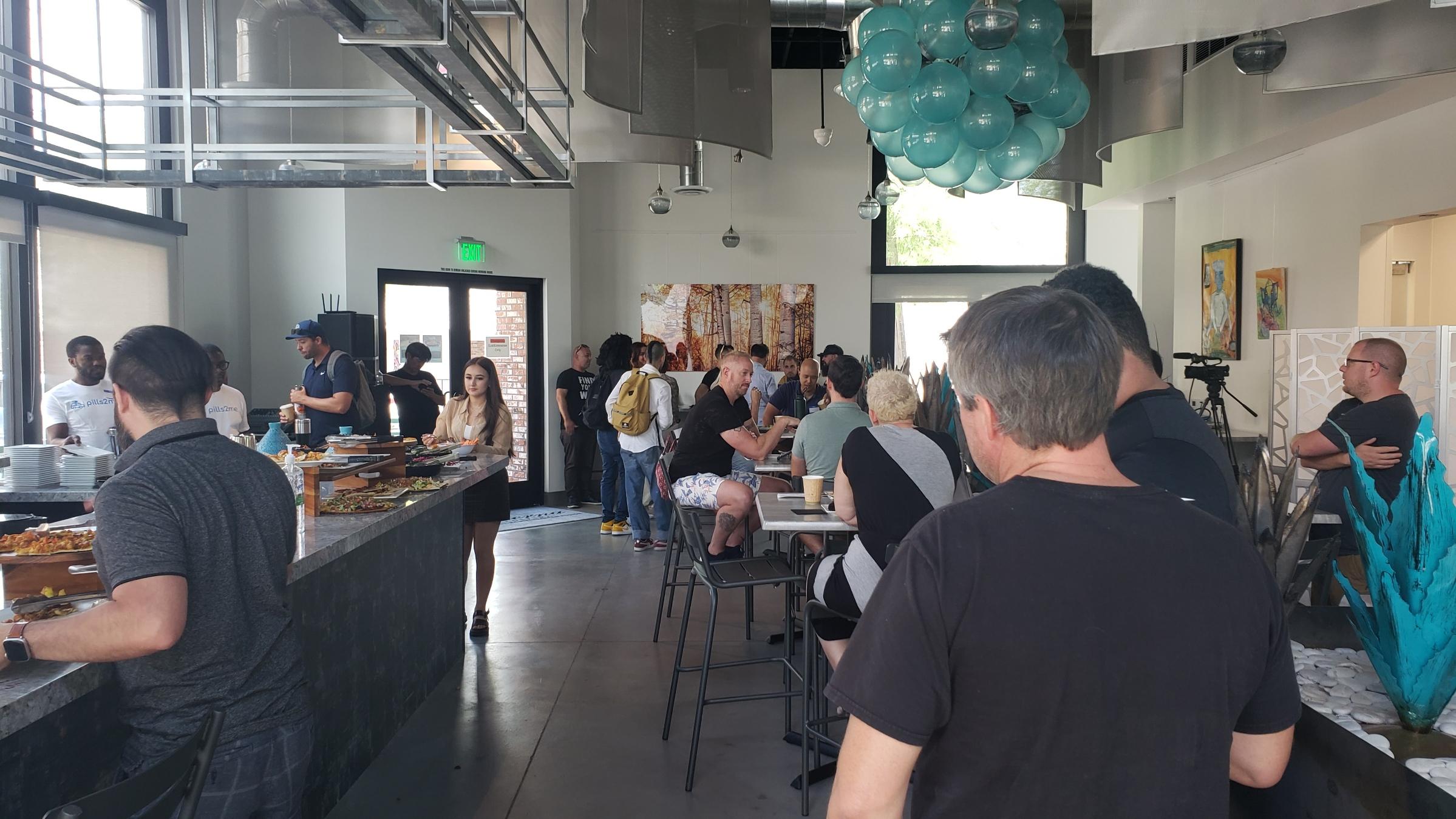 People eating at Taverna Costera