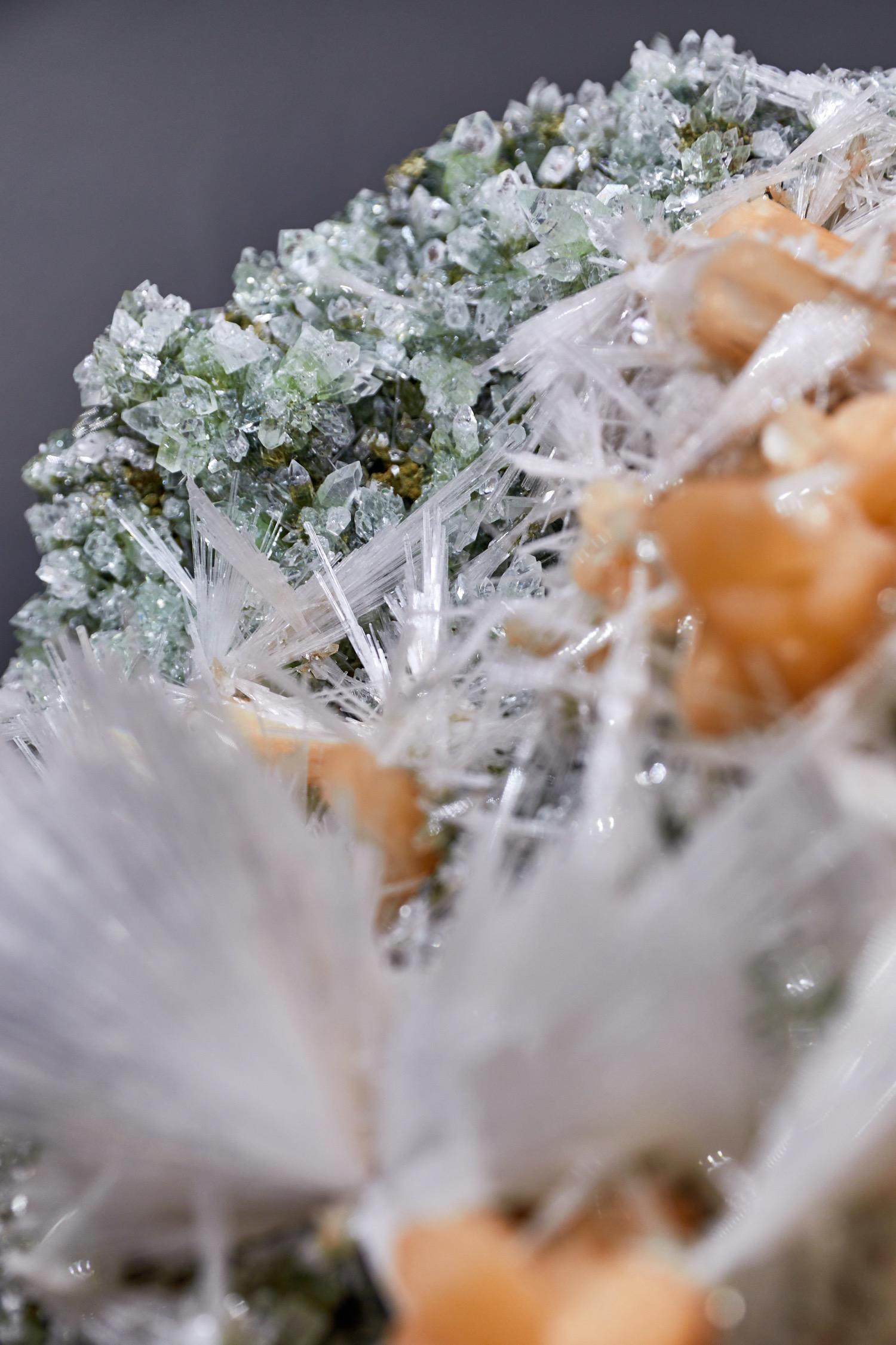 Mineralienhotel - Chalcedony - Stibnite - Heulandite - Jalgaon - India