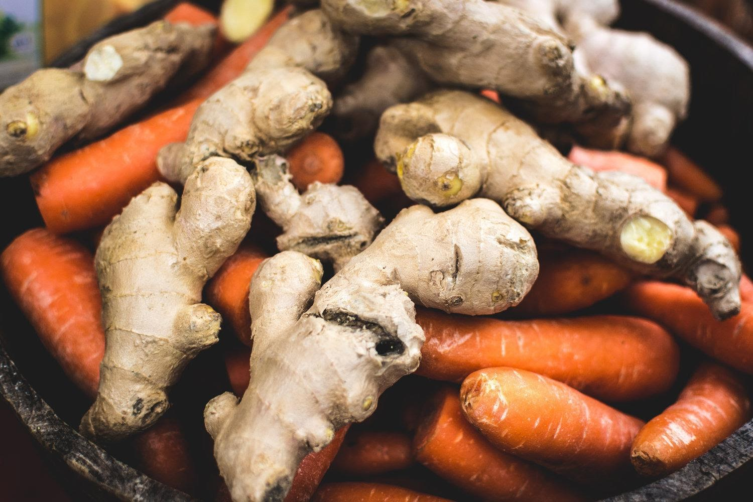 foodiesfeed.com_ginger-with-carrots.jpg