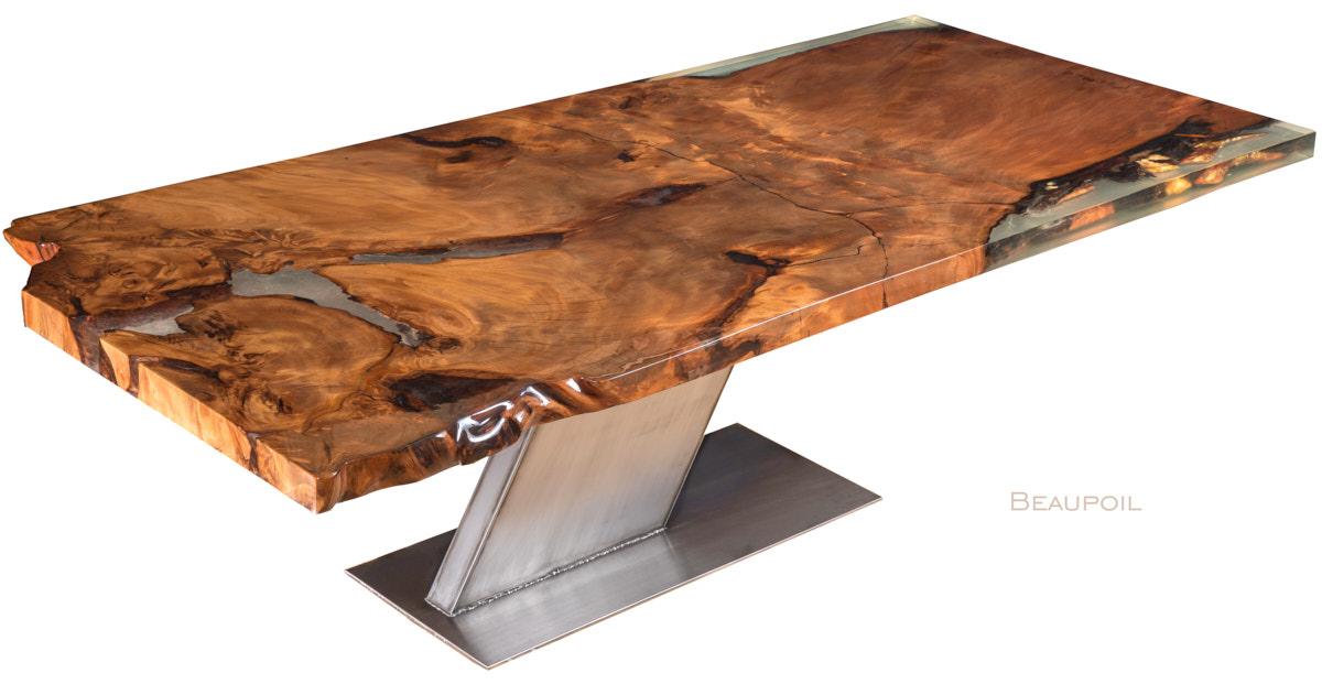 Luxus Designer Esstisch mit goldfarbenem Bernstein in Wurzel Tischplatte, ein Kauri Unikat Holztisch und faszinierender Designertisch mit modernem Fußgestell