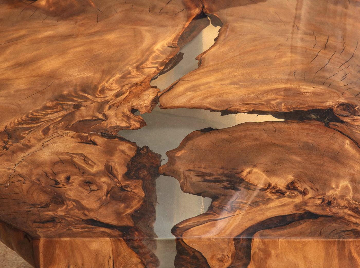 Tischplatte mit wunderschönem Naturwuchs des Designer Esstisches, urwüchsiger Holztisch als einzigartiges Naturkunstwerk und Luxus Unikat mit faszinierender Maserung