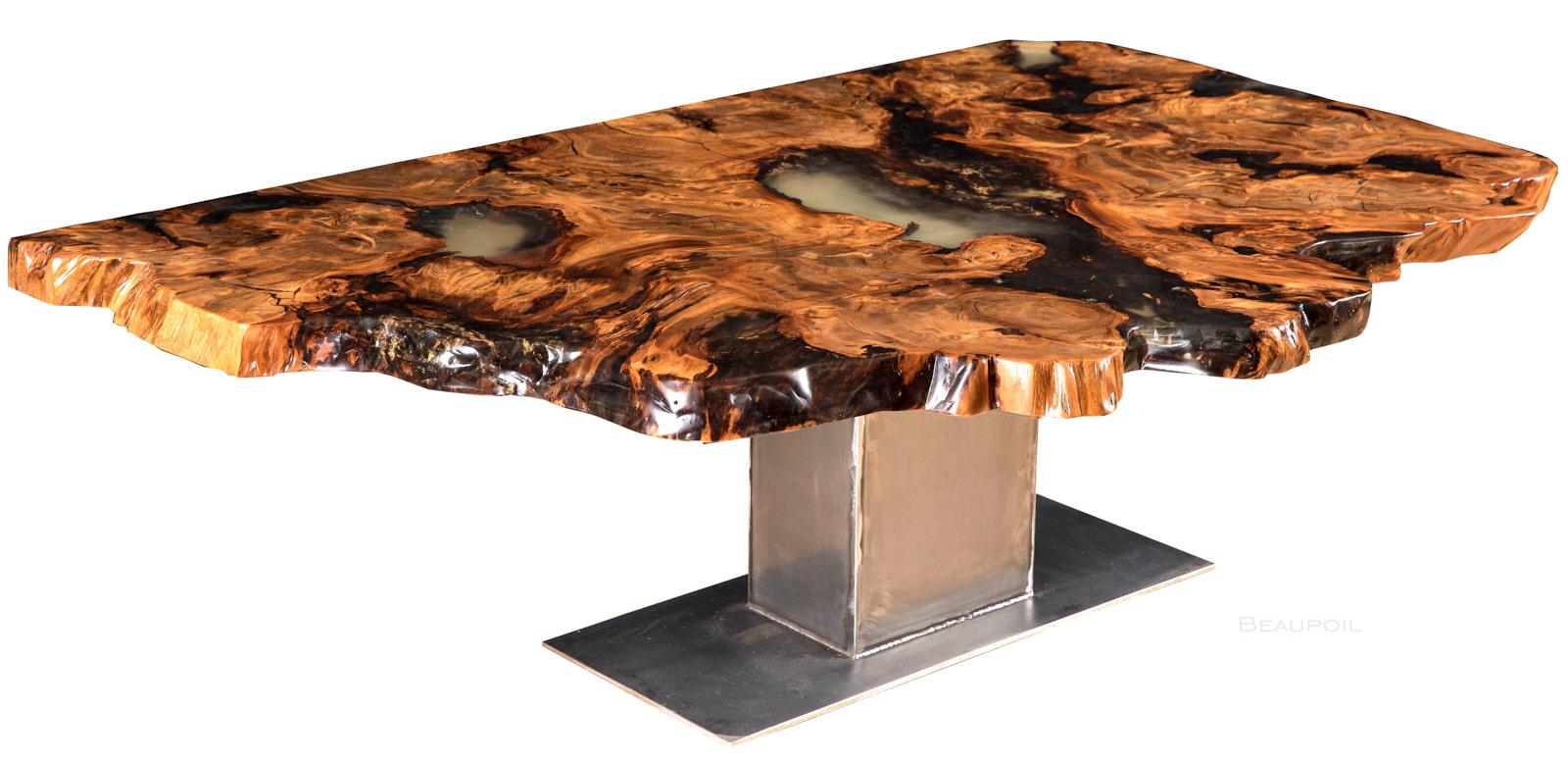 Exklusive Inneneinrichtung mit Kauri Wohnzimmertisch mit Natur Design Wurzel Tischplatte als Wohnidee, Naturholztisch für exquisite Wohn- Büro- Esszimmereinrichtung