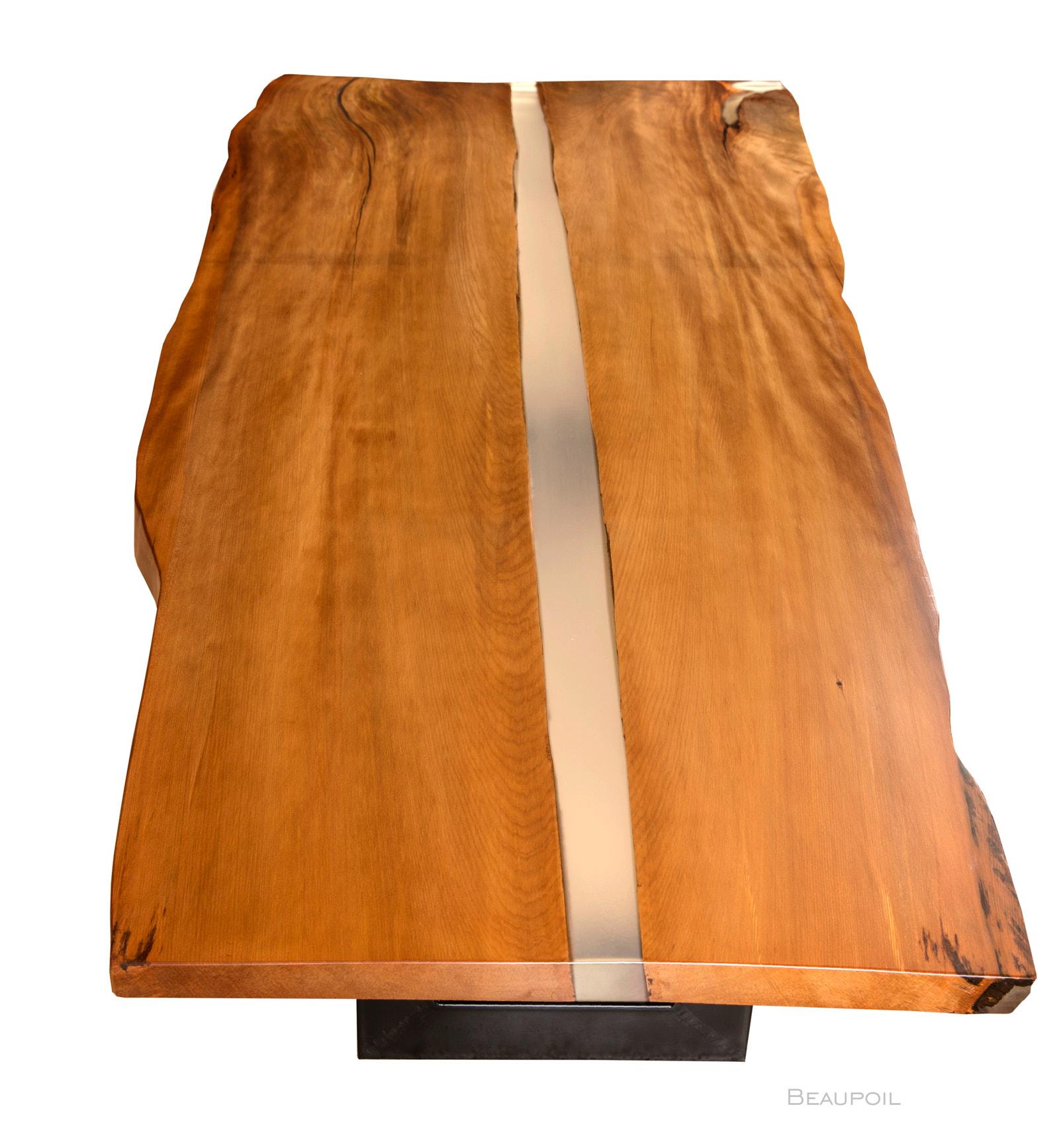 Grosser Kauri Esstisch mit Flusslauf als River Table mit hochwertigem Epoxidharz, individueller Holztisch aus Baumstamm