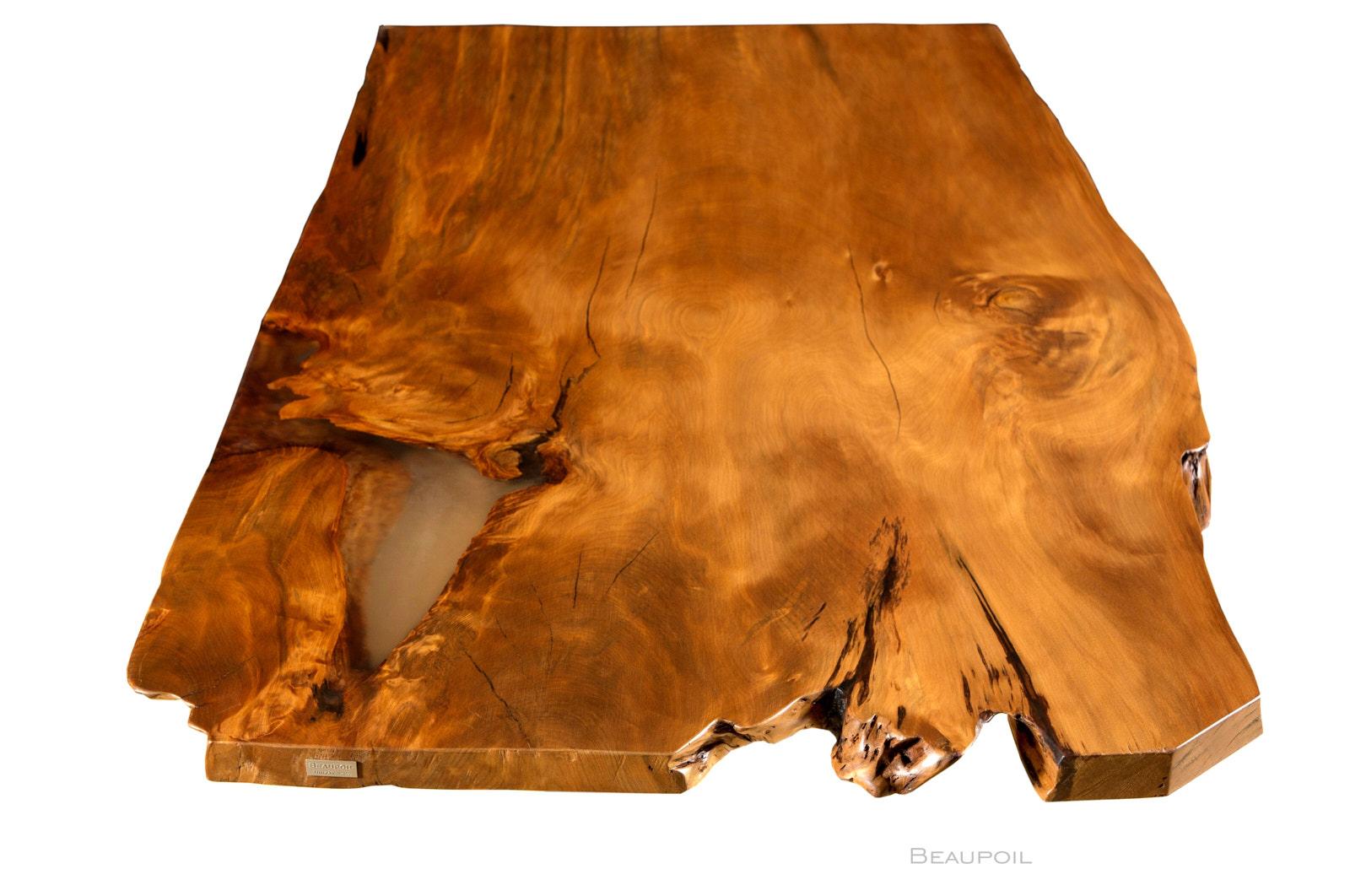 Großer Charaktertisch aus altem Kauri Holz mit archaische massive Tischplatte an einem Stück, Unikat Holztisch Esstisch mit durchleuchteter Tischplatte
