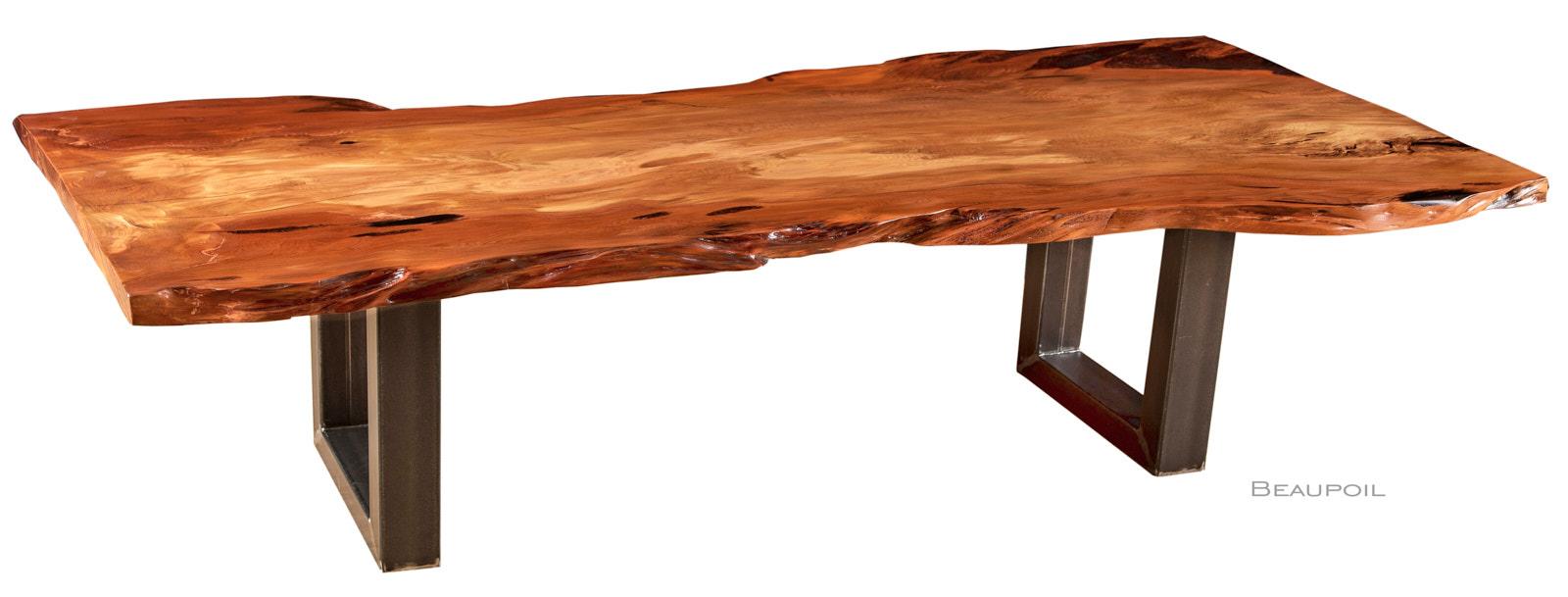 Exklusiver Kauri Esstisch aus Baumstamm als ursprünglicher Holztisch, einzigartiges Einzelstück mit markanten Naturkanten