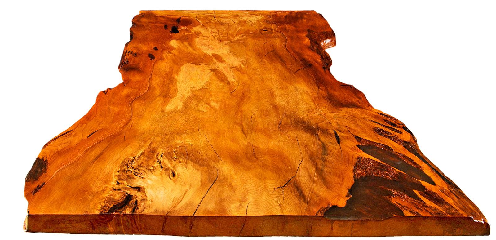 Natürliche massive Baumstamm Tischplatte des exklusiven Kauri Esstisches, Holztisch mit unverwechselbaren Naturkanten