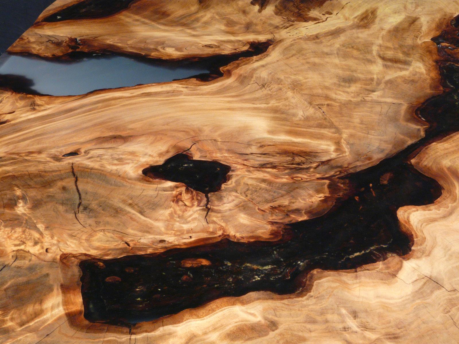 Einzigartiges Kauri Wurzel Holz des Designer Naturholztisch mit Epoxidharz, außergewöhnlicher Esstisch mit gold Bernstein